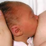 Recomiendan el contacto piel con piel entre madre e hijo en las dos primeras horas postparto