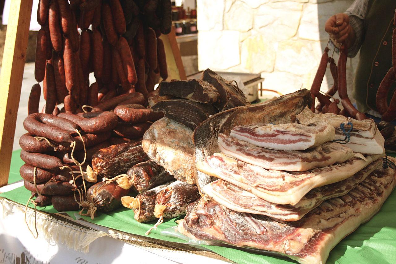 Compango y otros embutidos de la cocina asturiana. Foto: Tamorlan (licencia CC)