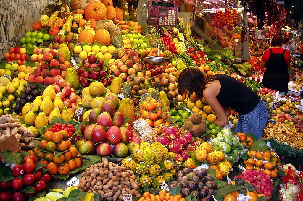 Fruta en el Mercado de Boquería. Foto: Daderot (licencia CC)