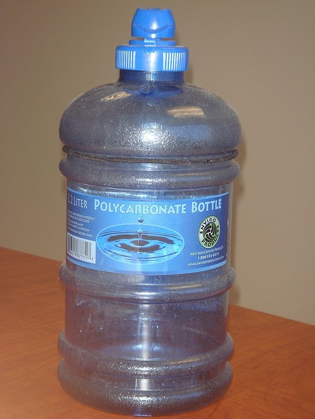 Polycarbonate_water_bottle-Donmike10