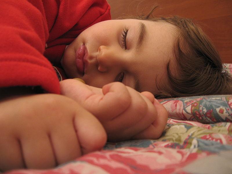 Niño durmiendo. Foto: Alessandro Zangrilli (licencia CC)