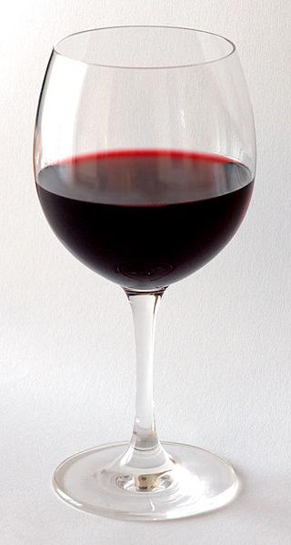 Copa de vino tinto. Foto: Andre Karwath (licencia CC)