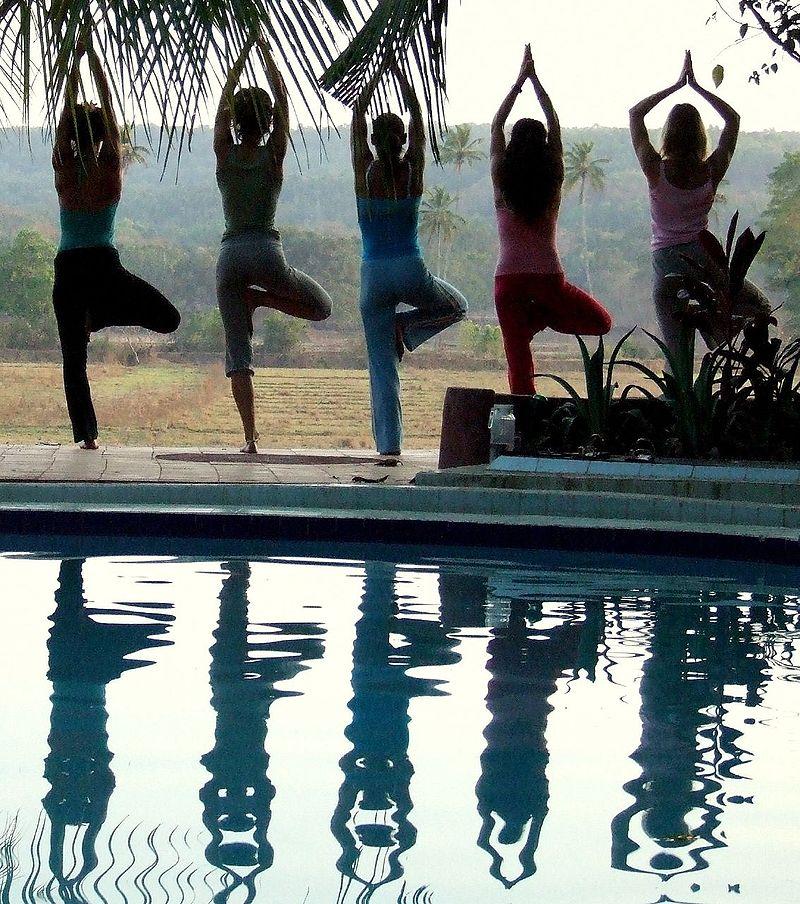 Practicando yoga. Foto: Judith (licencia CC)