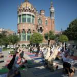 El Dia Internacional del Yoga se celebra por primera vez en el antiguo hospital de Sant Pau