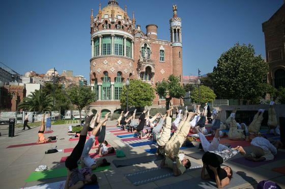Primer Día Internacional de yoga en el Hospital Sant Pau (Barcelona). Foto: Albert García